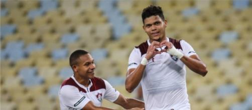 Após marcar o primeiro gol do Flu, Evanilson comemora com Wellington Silva. (Foto: Lucas Merçon - www.fluminense.com.br)