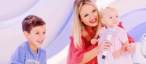 Eliana mantém os filhos em quarentena diante do temor pelo coronavírus. (Reprodução/SBT)