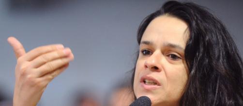 Janaina Paschoal não aprovou ato de Jair Bolsonaro em cumprimentar pessoas no último domingo em manifestações. (Arquivo Blasting News)