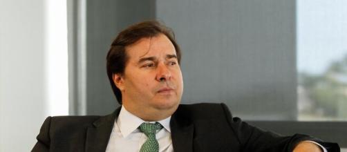 Rodrigo Maia fica perplexo com atitude do presidente e diz ter sido irresponsável. (Arquivo Blasting News)