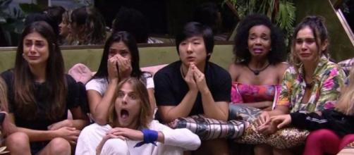 Brothers se surpreendem com notícia do coronavírus. (Reprodução/TV Globo)