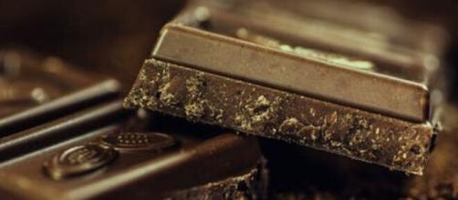 Certos alimentos, como o chocolate amargo, são eficientes no tratamento da celulite. (Reprodução/Pexels)