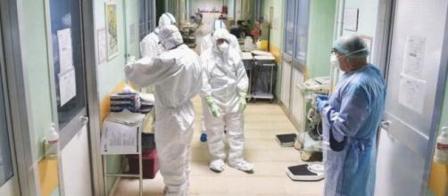 Coronavirus, l'appello degli infermieri stremati dal lavoro: 'Non c'è più tempo'.