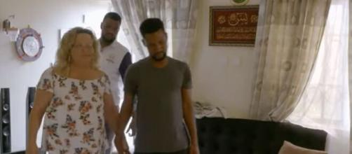 On, '90 Day Fiancé,' Fans are tripping out over Lisa & Umar's bedroom skills. [Image Source: Entertainment Tonight/YouTube]