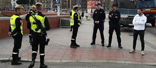 """""""Operación Balmis"""". Las FAS se despliegan en la lucha contra el Coronavirus. Miembros de la UME y Policia Nacional en Madrid"""