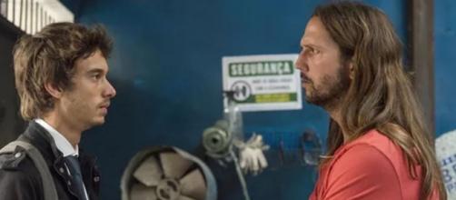 Benjamin e Davi se reaproximam em 'Amor de Mãe'. (Reprodução/TV Globo)