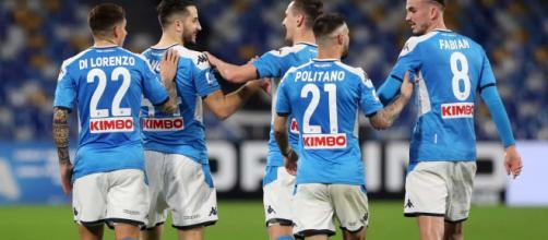 Com Itália em quarentena, Napoli decide retomar os treinos na próxima semana. ( Arquivo Blasting News )