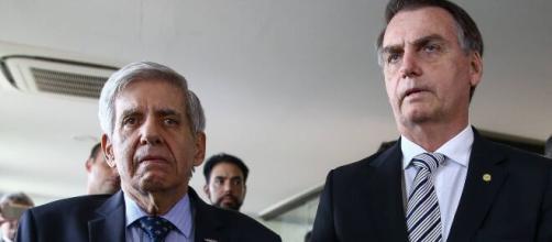 Mais integrantes da comitiva de Bolsonaro contraíram o coronavírus. (Arquivo Blasting News)