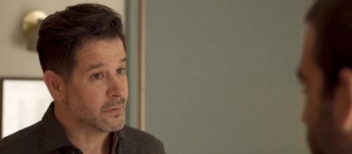 """Raul (Murilo Benício) tentará convencer Sandro (Humberto Carrão) a se afastar de amigo bandido em """"Amor de Mãe"""". ( Reprodução/TV Globo )"""