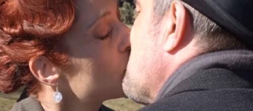 Una Vita, trame Spagna: Ramon fa pace con Felipe e si innamora di Carmen.