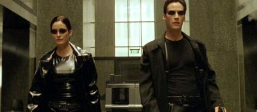 """Celebridades de """"Matrix"""" atualmente. (Reprodução/Warner Bros.)"""
