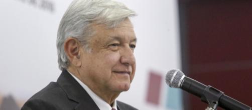 El presidente AMLO apoya a los jóvenes de México en las áreas estudiantil y laboral.