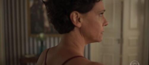 Lurdes ajuda Lídia a se livrar do alcoolismo. (Reprodução/TV Globo)