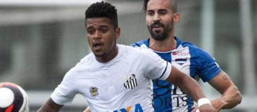 Paciência do Santos com o jogador parece que acabou. (Arquivo Blasting News).