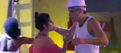 Prior se irrita com atitude de Gizelly em festa. (Reprodução/TV Globo)