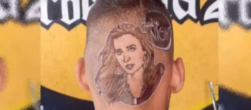 Fã faz desenho de Tatá Werneck na cabeça e ela propõe desafio. (Arquivo Pessoal)