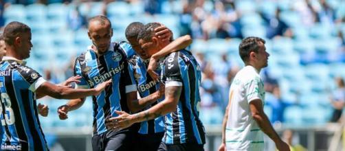 Jogadores do Grêmio comemoram gol contra o Juventude. (Reprodução/Lucas Uebel/Grêmio FBPA)