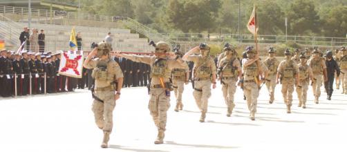 La FUGNE, la unidad de élite de la Infantería de Marina desfila en el aniversario del cuerpo