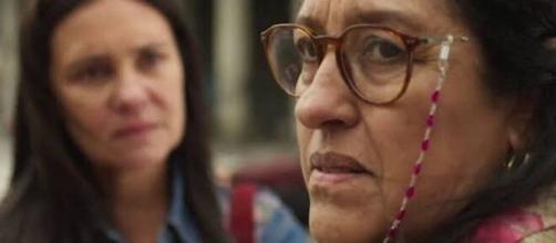 Thelma comprou o filho que Lurdes tanto procura em 'Amor de Mãe'. (Reprodução/TV Globo)
