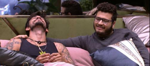Victor Hugo, BBB20, se apaixonou por Guilherme, colega de confinamento. (Reprodução/ TV Globo)
