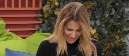 Gf Vip, Adriana va via dalla casa: 'Fate una preghiera per me'.
