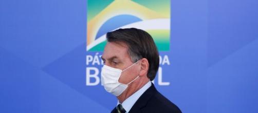 Governo Bolsonaro irá compensar trabalhadores informais e pessoas economicamente vulneráveis com o Coronavoucher. (Arquivo Blasting News)