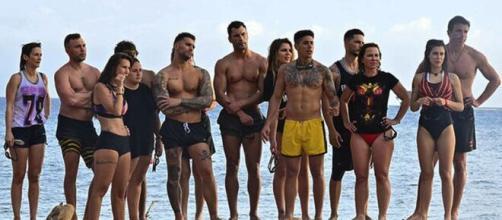 Los concursantes de 'Supevivientes' en la playa (Mediaset)
