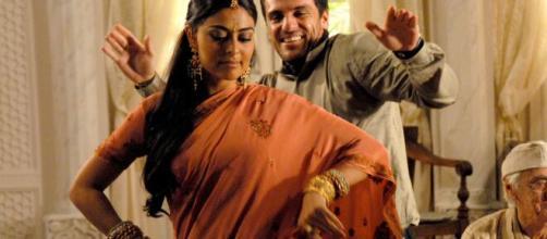 """Raj e Maya em """"Caminhos das Índias"""", um dos casais mais fofos da Rede Globo. (Foto: """"Arquivo Blasting News"""")"""
