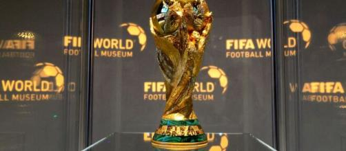 Taça entregue a seleção campeã do mundo. (Arquivo Blasting News)