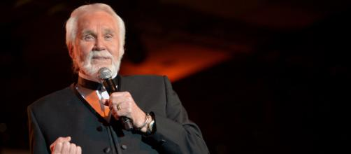 Country Music Legend Kenny Rogers Dies At 81 | (Image via EntNews/Youtube)