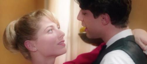 Il Paradiso delle Signore 4, anticipazioni 25 marzo: Roberta e Marcello hanno un momento di intimità.