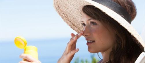 Las cremas para el rostro, junto a los protectores son grandes aliados para cuidar la piel. - fundacionrcoms.com