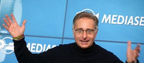 """Paolo Bonolis critica ancora Mediaset: """"Sbagliare mandare in onda Ciao Darwin e Fiorello nello stesso giorno""""."""
