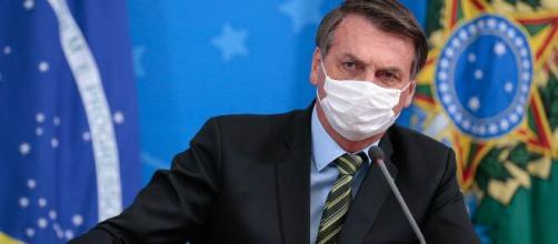 Após suspender contrato de trabalho por 4 meses por conta do coronavírus, Bolsonaro deixa a web irritada. (Arquivo Blasting News)