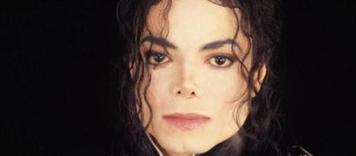 Michael Jackson após mortes sofreu boatos de que seria homossexual. (Arquivo Blasting News)