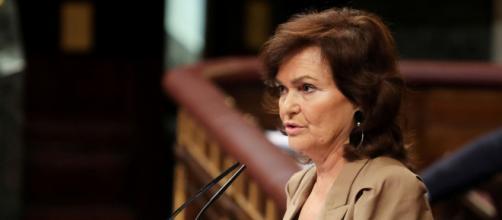 Carmen Calvo comenzó a presentar síntomas relacionados con el Coronavirus.