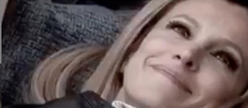 Grande Fratello Vip 4, Adriana Volpe ringrazia i suoi ex coinquilini: 'L'amore continuerà'.