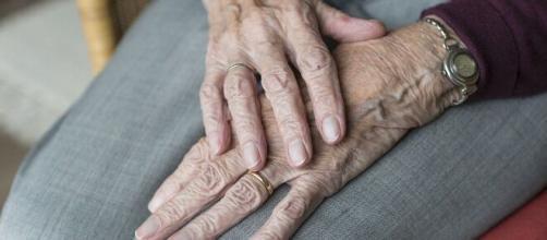 Infectados com o coronavírus, pacientes idosos recebem chance de se despedirem de seus familiares. (Arquivo Blasting News)