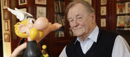 Albert Uderzo y su creatura, el héroe galo Asterix.