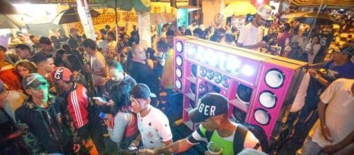 Bailes funk, igreja e futebol desrespeitam medida para evitar aglomerações (Arquivo Blasting News)