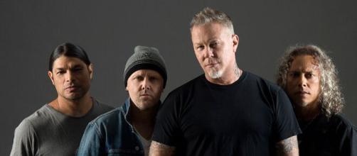 Coronavirus, i Metallica regalano ai fan un concerto in streaming ogni settimana