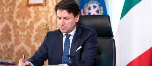 Coronavirus, il Governo approva il nuovo decreto: multe fino a 4mila euro per trasgressori
