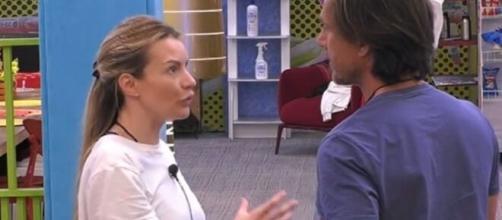Grande Fratello Vip 4, Licia invita Zequila a non cadere nelle provocazioni della Elia.