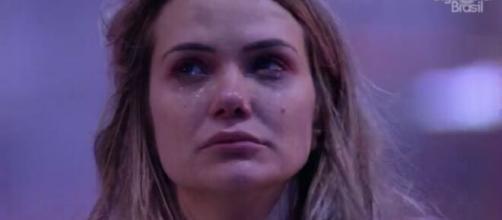 Marcela ficou muito abalada após a saída de Daniel. (Reprodução/ TV Globo).