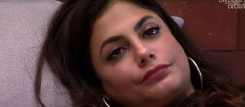 Mari se irrita durante conversa com Flayslane. (Reprodução/TV Globo)