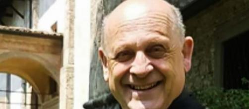 Padre Giuseppe Berardelli cedeu seu respirador para um paciente mais jovem (arquivo Blasting News).