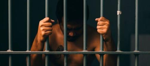 Pessoas infectadas com coronavírus que descumprirem ordem pode pegar até 15 anos de prisão. (Arquivo Blasting News)