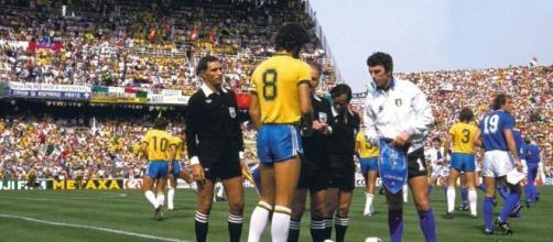 Italia-Brasile 1982, i capitani Socrates e Dino Zoff.