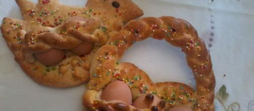 """La ricetta dei """"pupi con l'uovo"""", i simpatici dolci da regalare a Pasqua."""