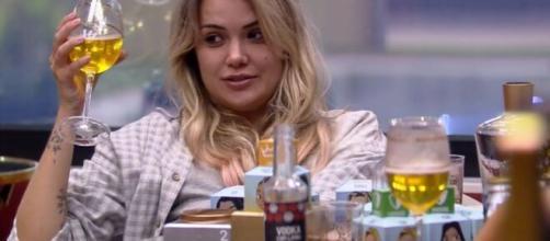 Marcela dá risada em conversa com sisters. (Reprodução/TV Globo)